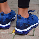 披着潮鞋马甲的跑鞋——李宁弧·剑影全掌气垫减震跑鞋