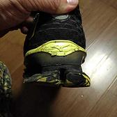 那双即使再残破,也会被我永远保存的跑鞋