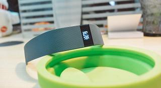 多说无益只做有理 Fitbit Charge 的手环使命