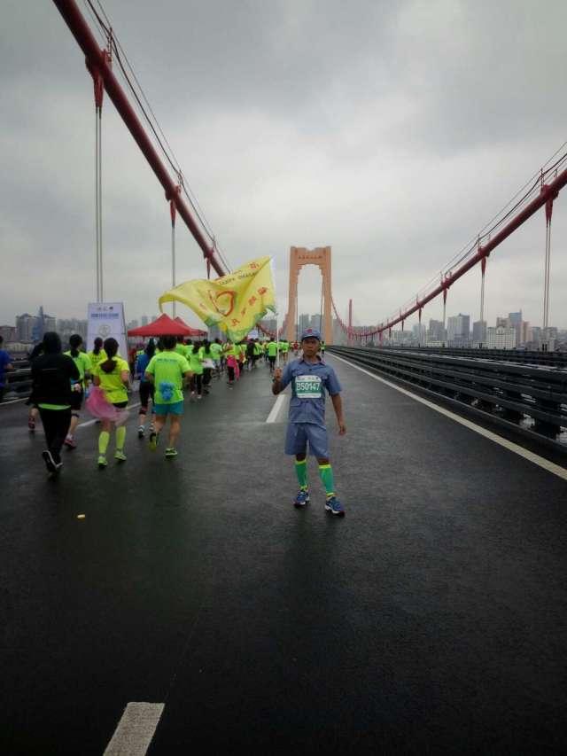 八,青岛西海岸夜间国际马拉松 难易指数: ★★★   3 颗 星(考虑夜间
