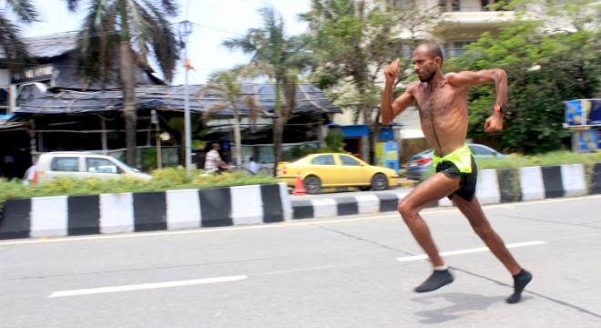 人物 | 连续100天100个100公里 印度超马奇人辛格的不可能挑战