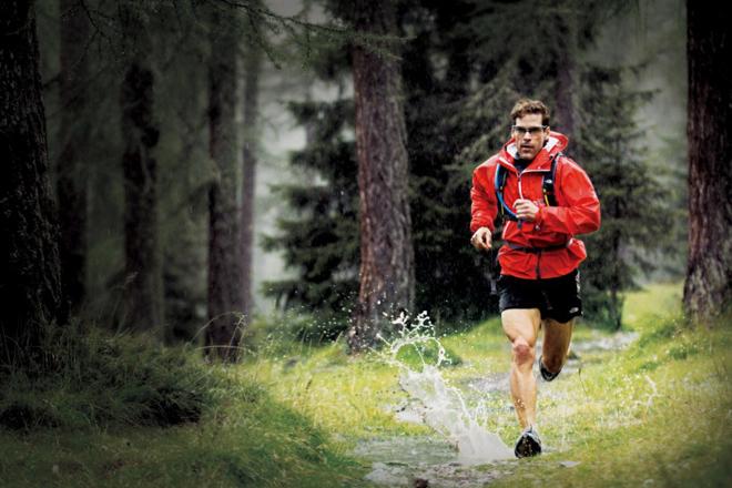 dean-karnazes-running_in_the_rain_l-1024x680