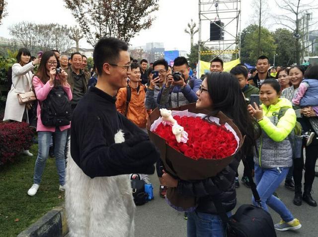 2016成都双遗马拉松熊猫求婚