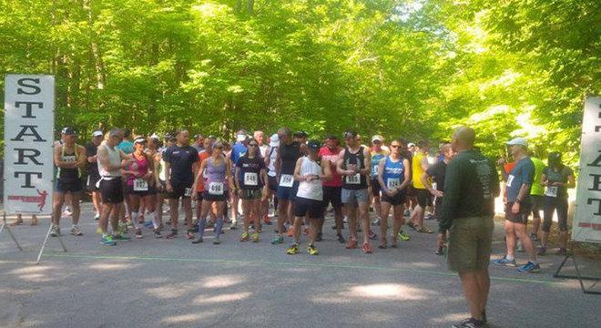 加拿大12英里越野半程马拉松