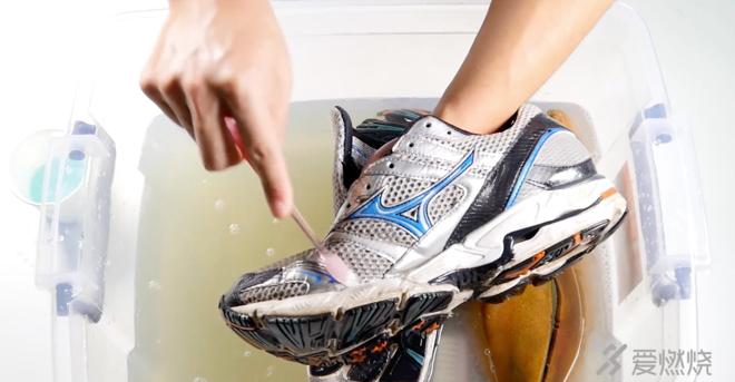 视频 | 手把手教你如何洗跑鞋