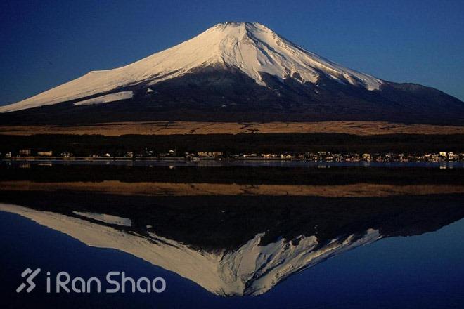 800px-01_Fujisan_from_Yamanakako_2004-2-7
