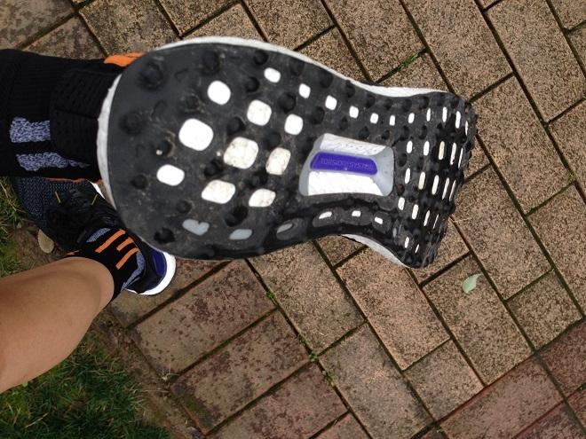 我把塑胶跑道穿在了脚下 Adidas Ultra Boost的 色香味