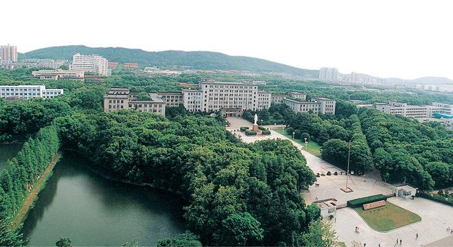 华中科技大学校园冬季长跑