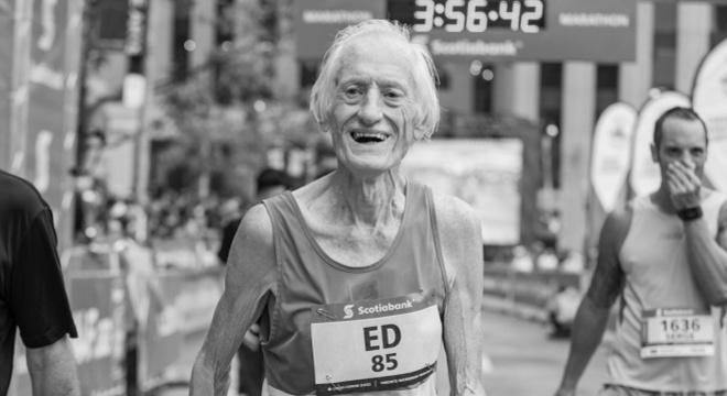 人物 | 去年以85高龄全马进四 世界最能跑老头惠洛克仙逝
