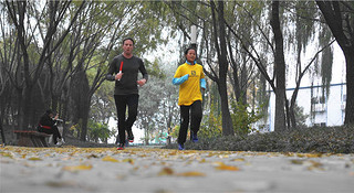 现场 | 赶在银杏叶落下时,分秒不差跑玩半马——Salomon城市越野北京站