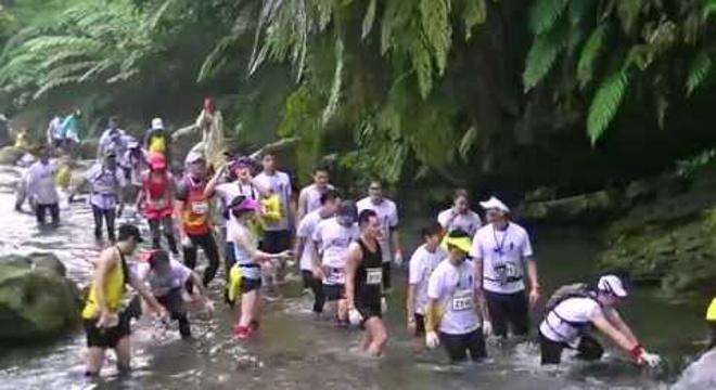 水返脚两栖越野跑