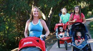 产后重塑矫健身影 带上宝宝一起跑步