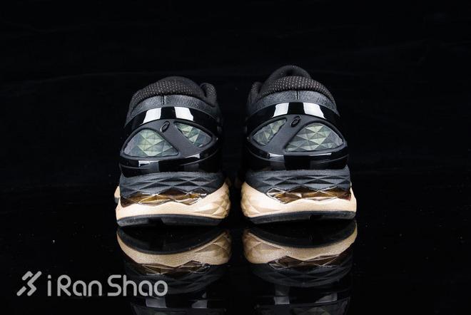 ASICS MetaRun 跑鞋