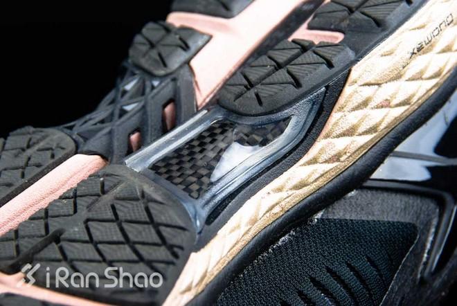 ASICS MetaRun 跑鞋鞋底