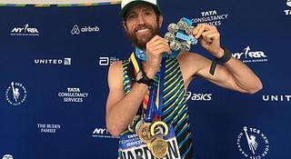 人物   他一年跑遍六大马拉松 平均成绩2:31