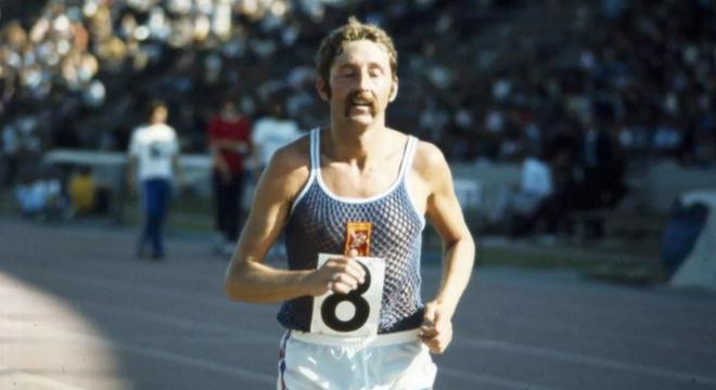 人物 | 他连续奔跑52年39天 这是罗恩希尔的传奇跑步人生