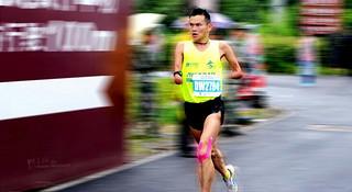 人物 | 断臂跑者任耀:被命运夺去双手,用跑步改写人生