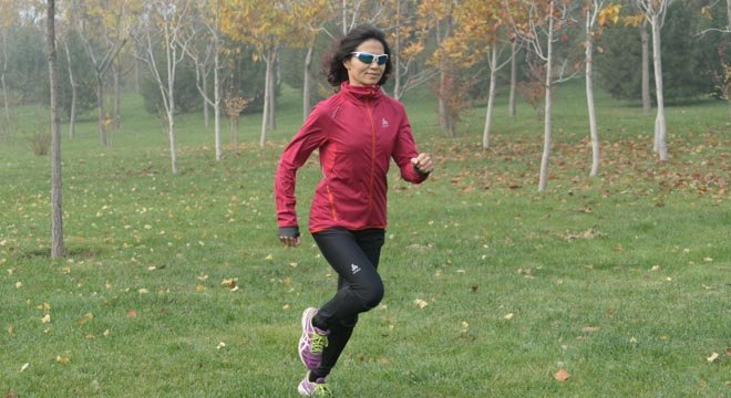 平凡的英雄——爱跑步的乐乐,人到中年知足常乐