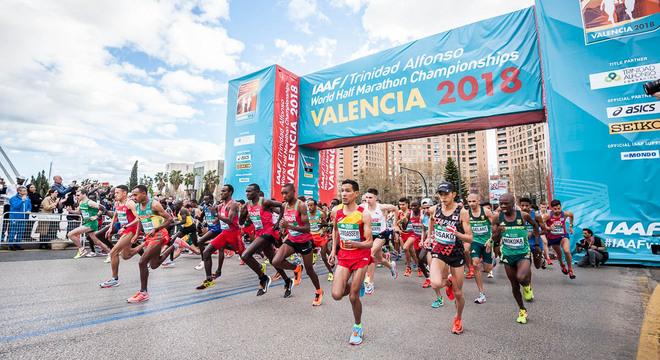 热点 | 2018半马世锦赛视频回顾:女子打破一项世界记录 男子跑出极速5KM