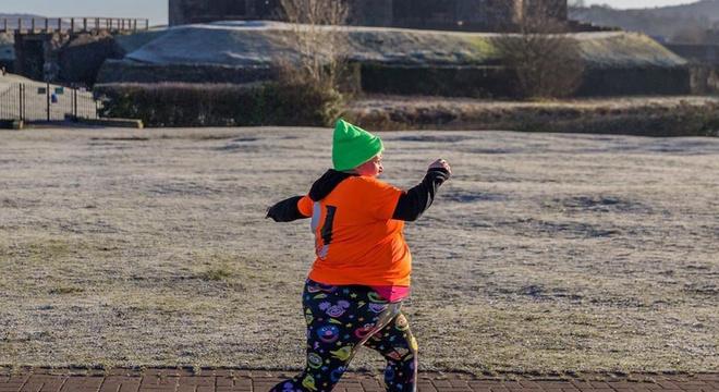 去年伦马跑了9小时的最后一名,决定再战一场