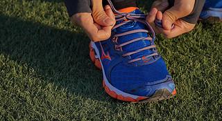 跑步轻松学 | 拯救高足弓的系鞋带秘术