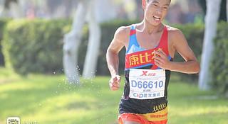 人物 | 厦马国内冠军管油胜:背靠背跑北马,也是中国第一