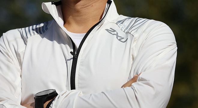 跑步外套让我穿出西装的感觉,于是跑道就成了T台 ——2XU速干开衫跑步外套评测