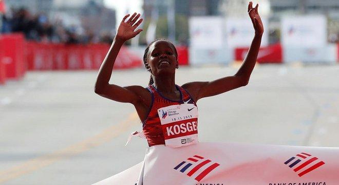 2:14:04!她如何打破最坚挺的马拉松世界纪录