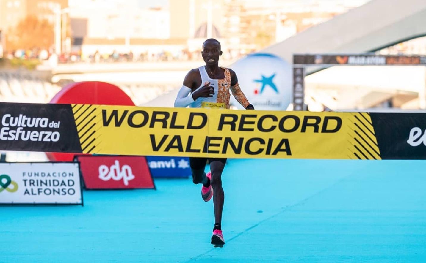 26分38秒路跑十公里新纪录诞生 莫法拉重回跑道剑指东京奥运奖牌| 跑圈十件事