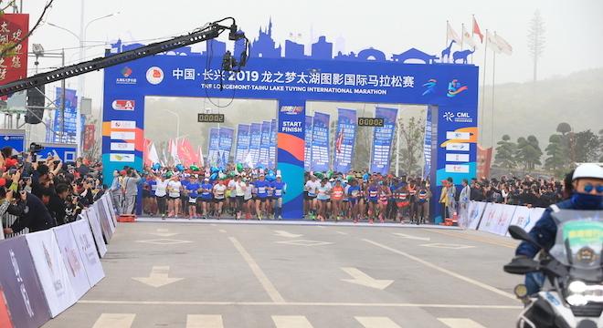 中国•长兴2019龙之梦•太湖图影国际马拉松开跑 万名跑者享受狂欢