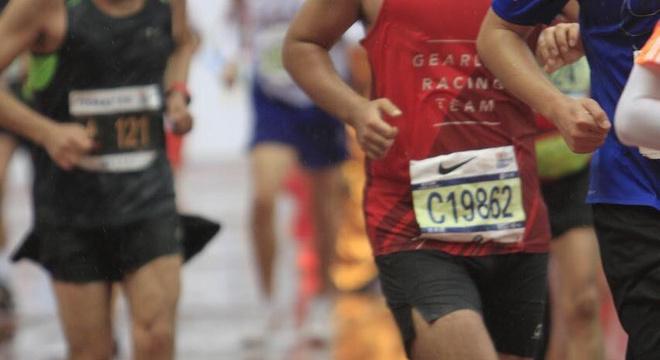 风中来,雨里去—燃烧训练营记&2018上海马拉松