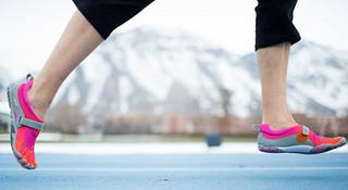 《跑者专栏:一堆》之五指鞋的一点八卦