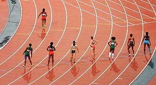 为什么操场跑步都是逆时针的?