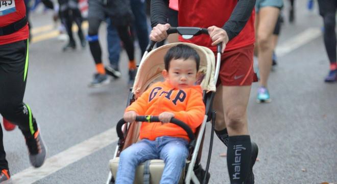 推着儿子跑半马--奶爸痛苦又自豪的经历