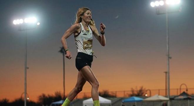 赛道速读 | 殷晓雨深马背靠背夺冠 24小时跑女子纪录被破 川内再战波马