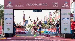 新冠疫情影响到海外赛事 女子半马世界纪录刷新 | 跑圈十件事
