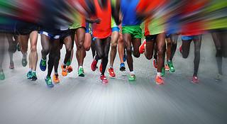 一个跑者要跑过多少的路,才能尝试上全马?