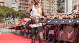 5公里世界纪录被打破 adidas和New Balance相继发布碳板跑鞋 | 跑圈十件事