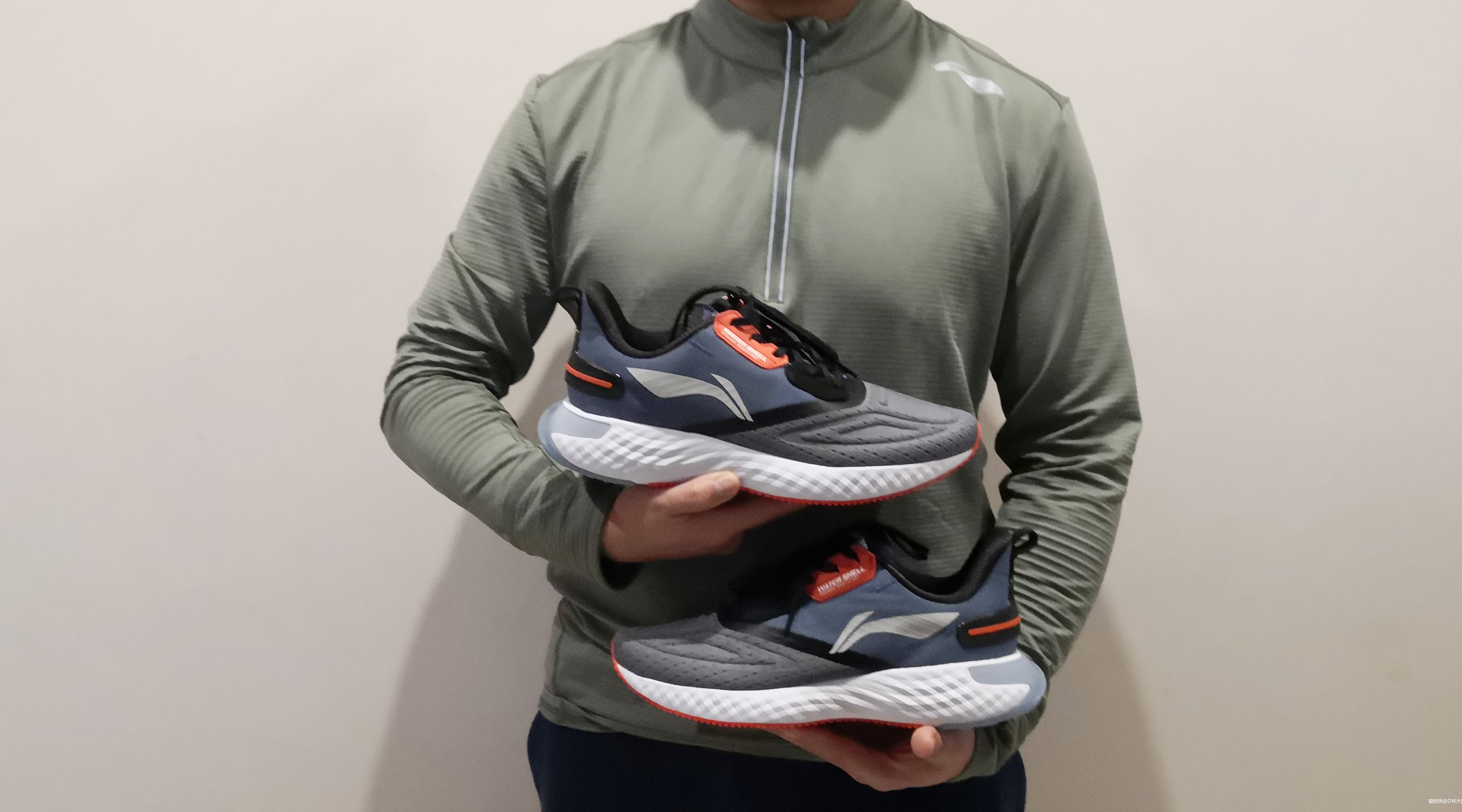 踩在棉花上的感觉--李宁云5 SHIELD减震跑鞋测评体验