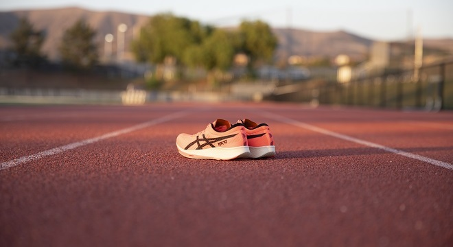 "ASICS亚瑟士""云端""新品发布,单款革命性鞋履震撼来袭"