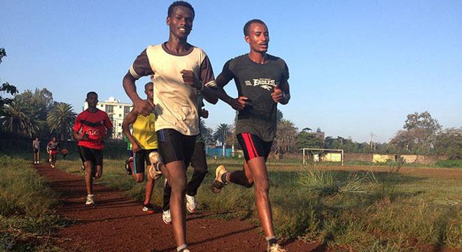 与黑人选手同场训练——非洲跑步记