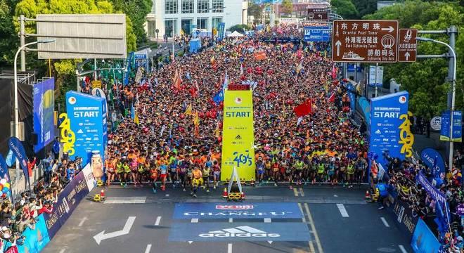 #从半马开始# 跑向巅峰 阿迪达斯巅峰能量席卷2017上海国际半程马拉松