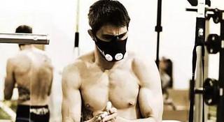 训练Q&A | 马拉松比赛中如何补给?长跑用阻氧面罩有作用吗?胫骨前肌经常受伤怎么办?