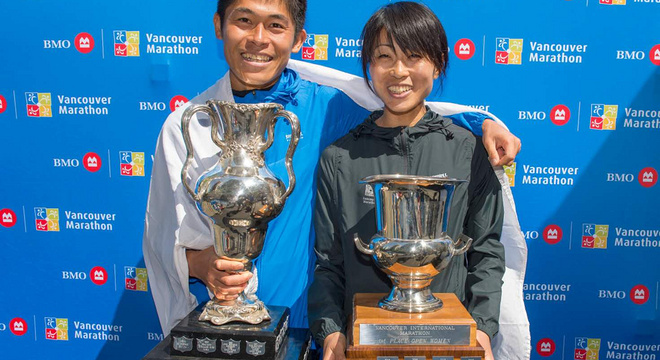 川内夫妇获温哥华马拉松男女子冠军丨跑圈十件事