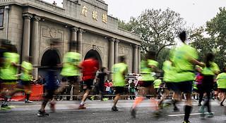 """2016南京马拉松:这很南京,这很""""依壁雕凿"""""""