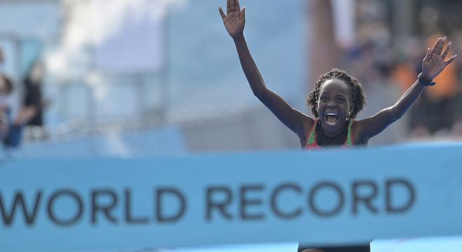 半马世锦赛 | 65分16秒!女子半马世界纪录再度被刷新!