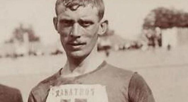 对比一百年前马拉松冠军和基普乔格的训练表,我们发现了什么?