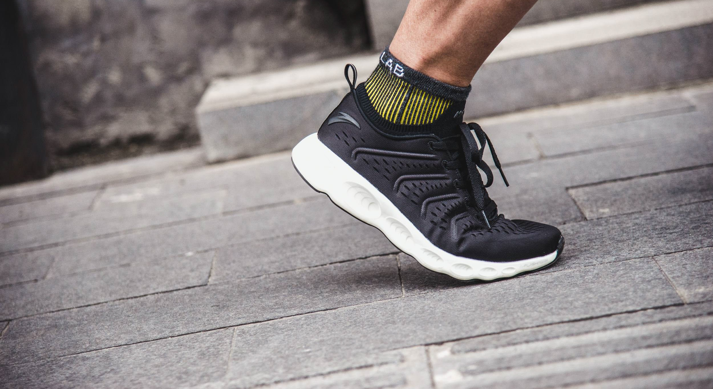 跑鞋 | 安踏A-FLASHFOAM跑鞋评测 鞋面升级奔跑更轻松