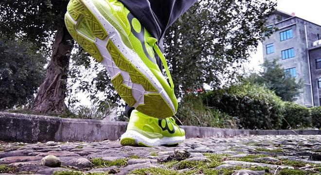 时尚炫酷的智能跑鞋--咕咚智能跑鞋时尚10K测评