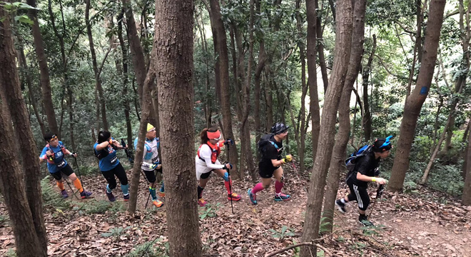 杭州夜奔25公里:一个男人和八个女人